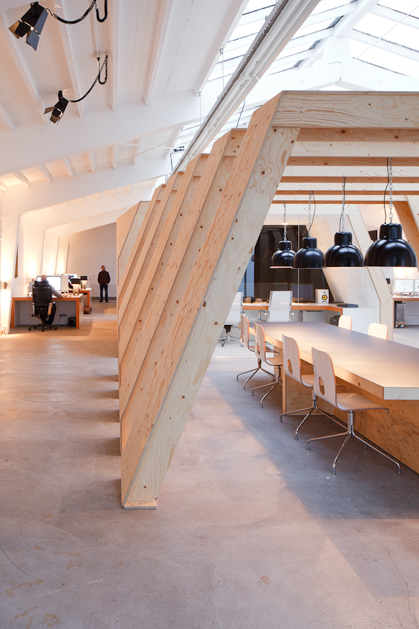 t21 Quick Look: Onesizes Geometrically Wooden Office
