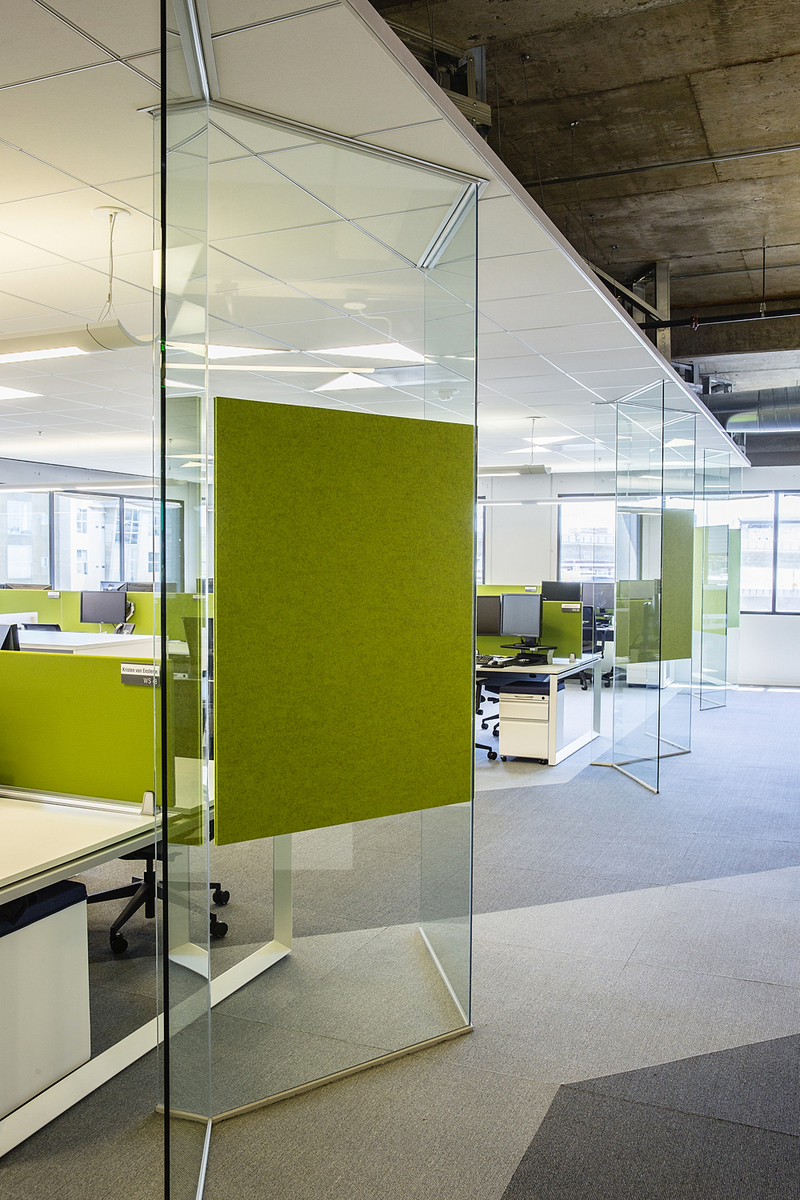 Realpage 39 s energetic and open san francisco offices for Opening glass walls