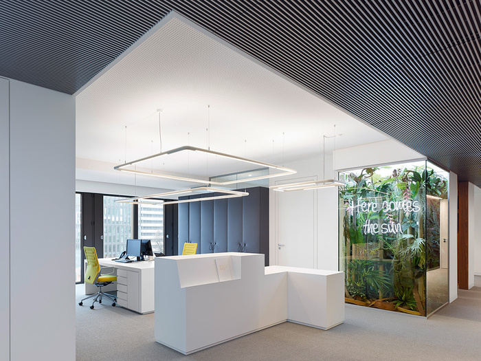 Phoenix real estate development frankfurt offices for Real estate office interior design