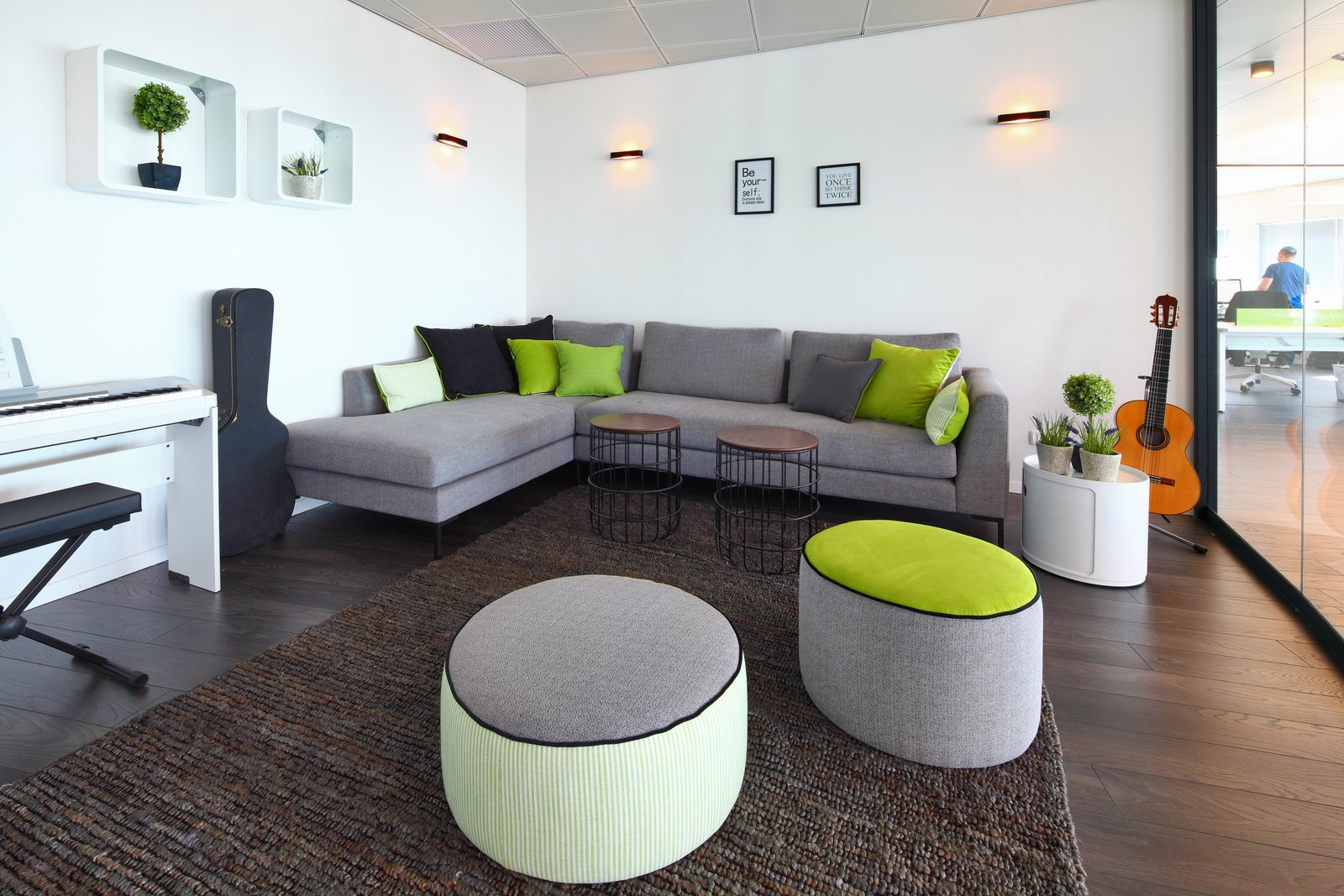 Houzz offices tel aviv office snapshots for Office interior design gallery