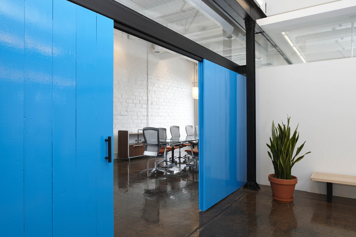 Inspiration: Offices Accented In Blue - 24