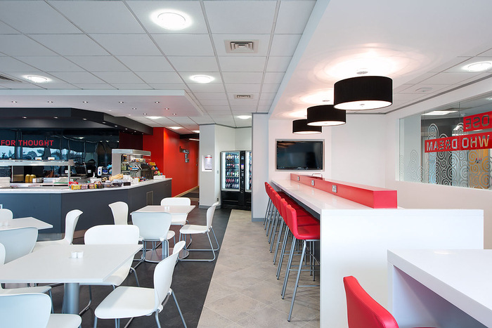 Lenovo's UK Head Office Cafe and Presentation Spaces - 8
