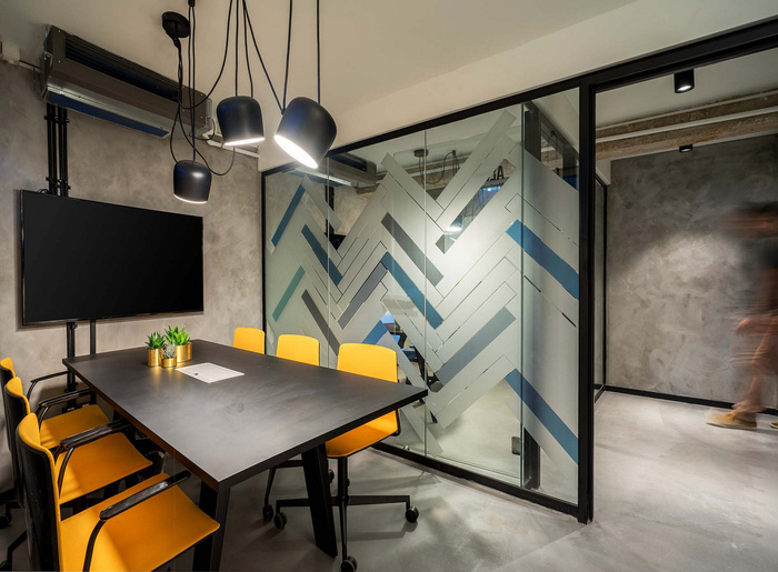 Small Office Decorating Ideas: Exploring Office Design Photos With Digital Displays