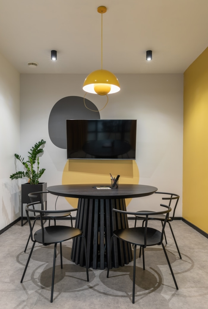 BeeWorking Holosiiv Coworking Offices - Kyiv - 6